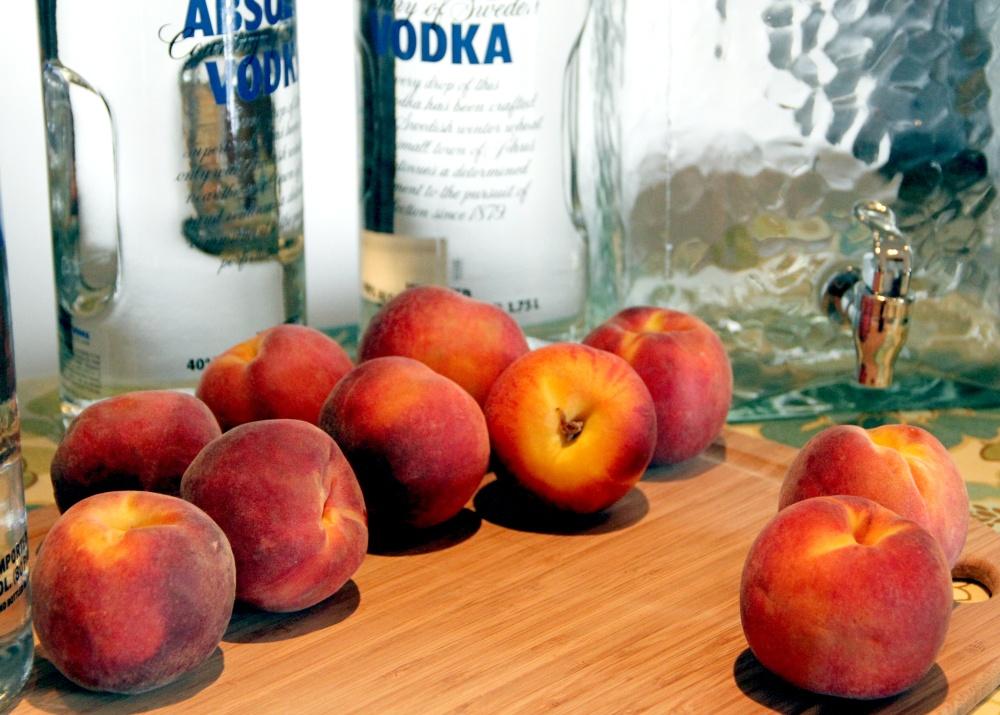 Homemade Peach-Infused Vodka (1/6)
